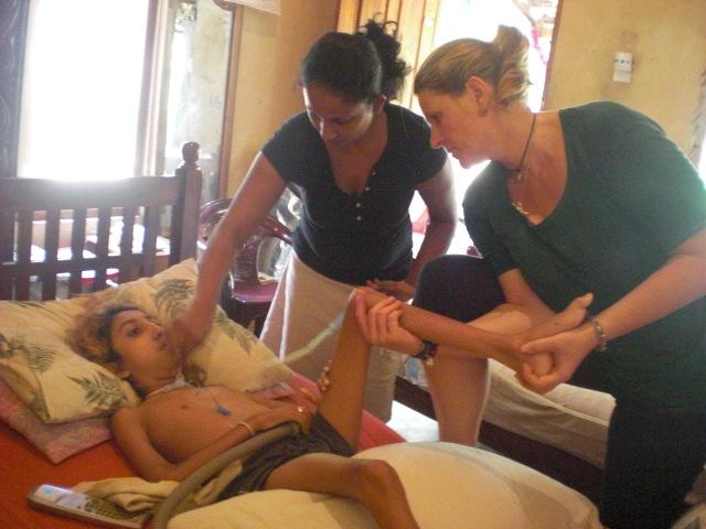 Delfintherapie Zentrum Marmaris hilft behinderten Kinder in Sri Lanka