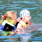 Erfolgreiche Delfintherapie für Michael