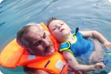 Kevin ist bei der Delfintherapie aus dem Wachkoma aufgewacht