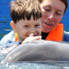 Fortschritte von Samir nach der Delphintherapie
